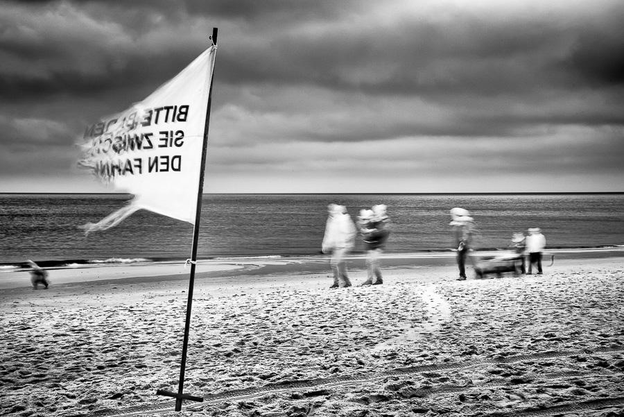 Sylt, Wehende Fahne in Langzeitbelichtung