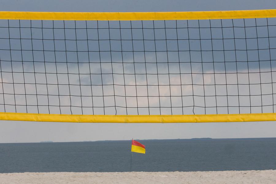 Sylt - Gelbes Netz und Warnsignal am Strand