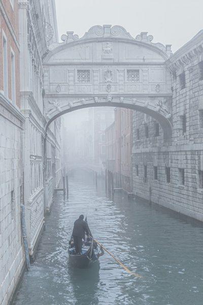 Seufzerbrücke im Novembernebel