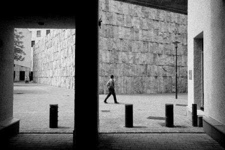 Schwarzweiss - klassische Architektur mit Ein- Aus und Durchblicken -Muc