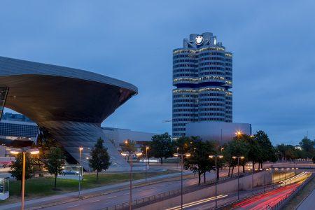 Blaue Stunde am BMW-Haus