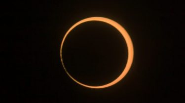 Ringförmige Sonnenfinsternis bei